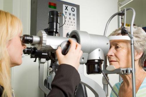 Ангиопатия сосудов сетчатки глаза: что это такое?