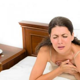Первые признаки инфаркта миокарда у женщин, симптомы, первая помощь