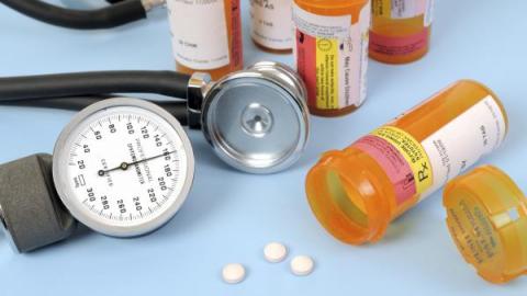 Тонометр и лекарства