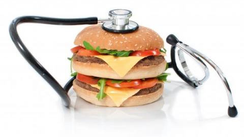 Стетоскоп и гамбургер