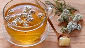 Настой трав и мед